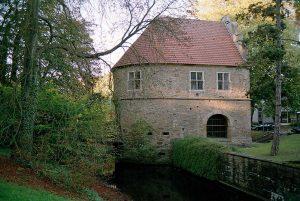 Das Torhaus im Rombergpark. Foto: Jürgen Wassmuth