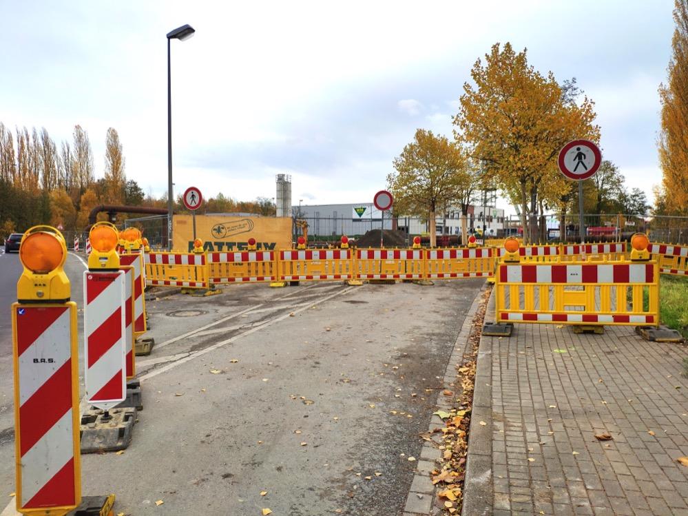 Die Umgehungsstraße über den Parkplatz der Kokerei Hansa ist min Betrieb. Fotos. Karsten Wickern