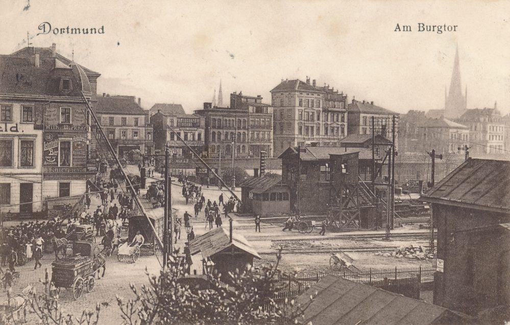 Eisenbahnschranke Burgtor aus Norden, um 1905 (Sammlung Winter)