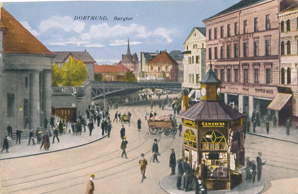 Burgtor mit Eisenbahnbrücke um 1915 (Sammlung Klaus Winter)