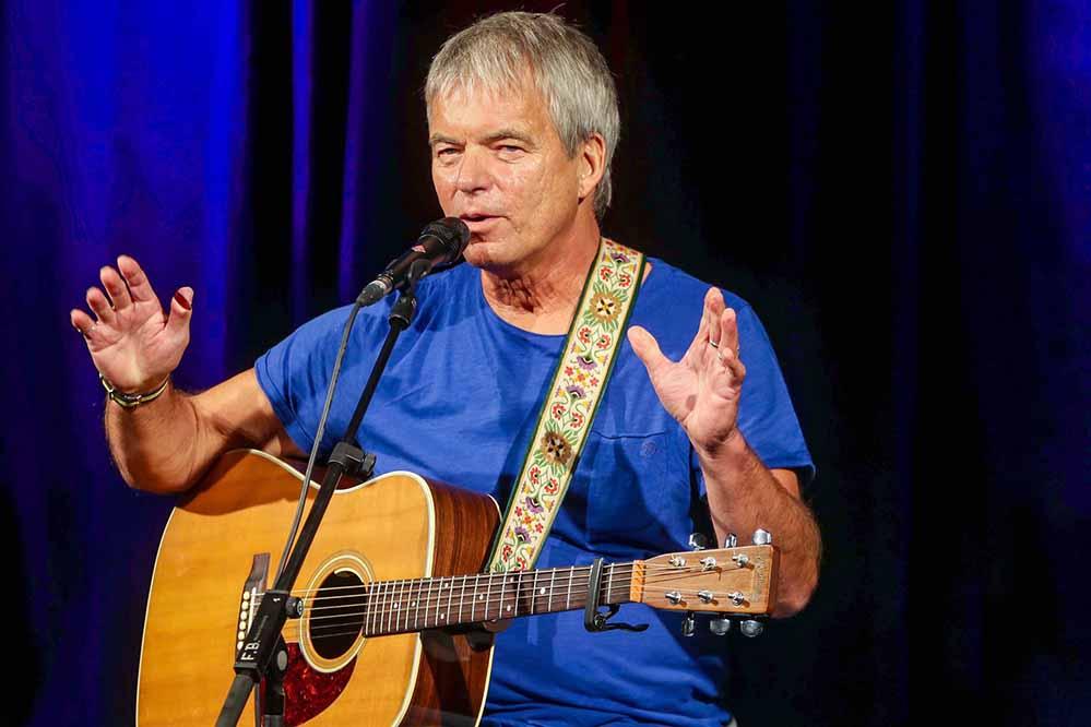 Fred Ape steht seit 40 Jahren als Kabarettist und Musiker auf der Bühne. Foto: Stephan Schuetze