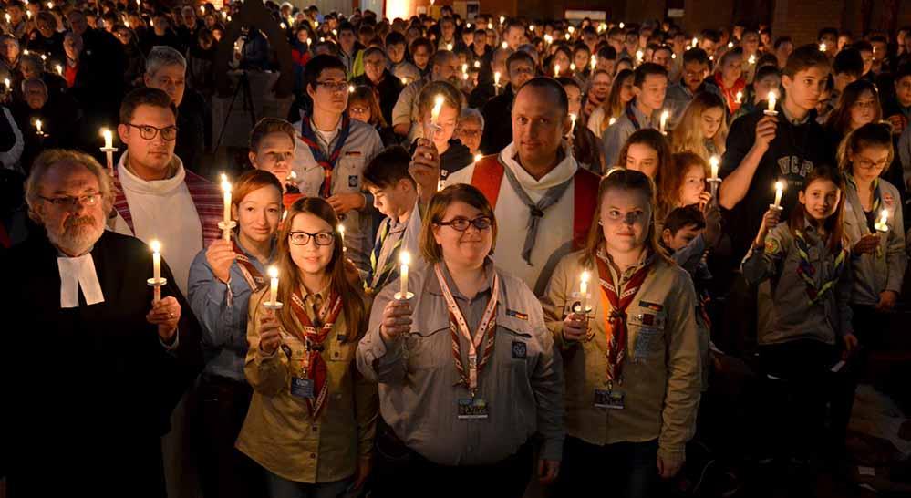Mehr als 900 PfadfinderInnen werden in der St. Josephs-Kirche zusammenkommen, wenn in einem ökumenischen Gottesdienst das Licht als Symbol des Friedens weitergegeben wird. Foto: Michael Bodin / pdp
