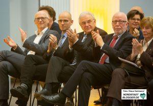 70 Jahre Deutsch-Franzoesische Gesellschaft. Feier im Museum für Kunst- und Kulturgeschichte Dortmund. Wolfram Kuschke, Ex-Europaminister (2. v. r.) und Erich G. Fritz, Ex-MdB