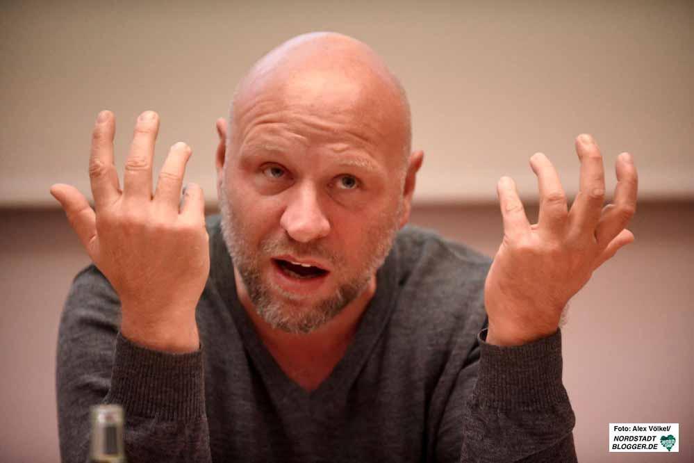 Olaf Sundermeyer ist Journalist, Publizist und Autor und gehört zu den profiliertesten Kennern der rechten Szene in Deutschland.