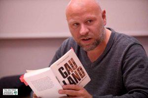 Olaf Sundermeyer ließ die ZuhörerInnen auch am Seelenleben von Gauland teilhaben. Fotos: Alex Völkel