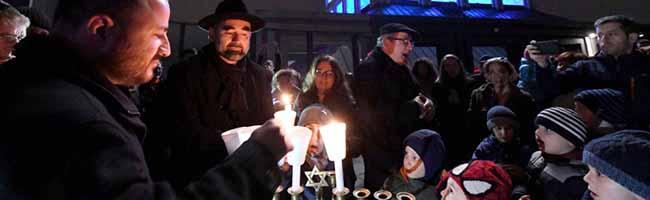 Ein Fest der Hoffnung in Zeiten des Antisemitismus: Viele Menschen jüdischen Glaubens feiern in Dortmund Chanukka