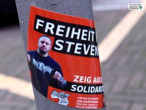 """""""Freiheit für Steven"""" - Aufkleber werben für Solidarität mit dem inhaftierten Neonazi."""
