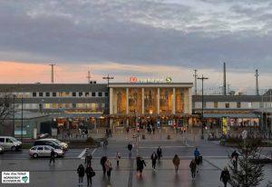 Auch der Bahnhofsvorplatz - auf der Nord- und auf der Südseite - sollen aufgewertet werden. Foto: Alex Völkel