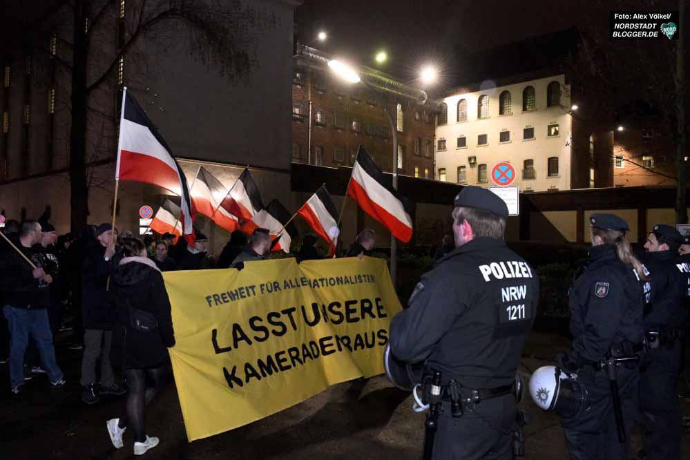 Vor der JVA Dortmund fand die Neonazi-Kundgebung statt. Fotos: Alex Völkel