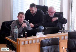 Michael Brück (Die Rechte), Axel Thieme (NPD), im Hintergrund Gruppen-Geschäftsführer Claus Cremer.