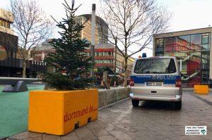 Absperrungen dienen der Sicherheit des Weihnachtsmarktes. Foto: Alex Völkel