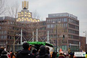 Seebrücken-DemonstrantInnen vor dem Dortmunder U.