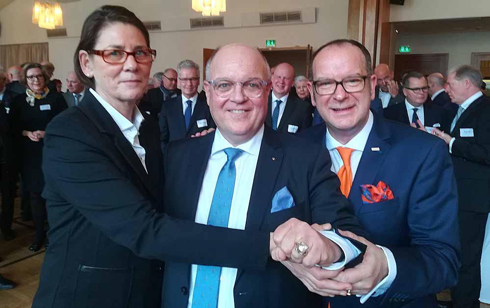 Der Cityring 2019 wurde von Bürgermeisterin Birgit Jörder Dirk Rutenhofer (re.) an Harald Becker übergeben.