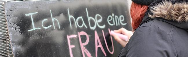 """""""Ich habe eine Frau! Habt Ihr Fragen?"""" – Soziales Experiment testet in Dortmund Reaktionen auf lesbisches Coming-out"""