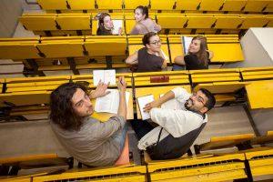 In über 340 Veranstaltungen und Beratungsangeboten können Schülerinnen und Schüler umfassende Einblicke in alle Studienfächer gewinnen.