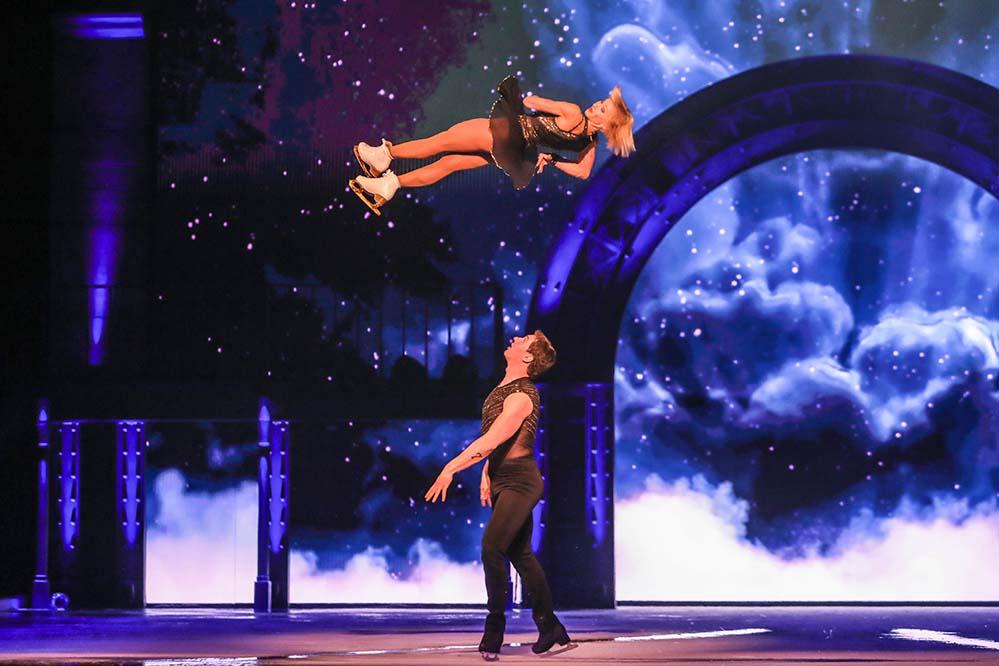 """Akrobatisch spektakulär und optisch beeindruckend präsentierte sich die Eisrevue """"Holiday on Ice"""" in der Westfalenhalle."""