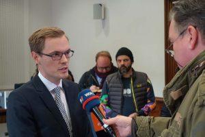 Presserichter Dr. Thomas Jungkamp erläuterte den anwesenden JournalistInnen die Urteilsbegründung.