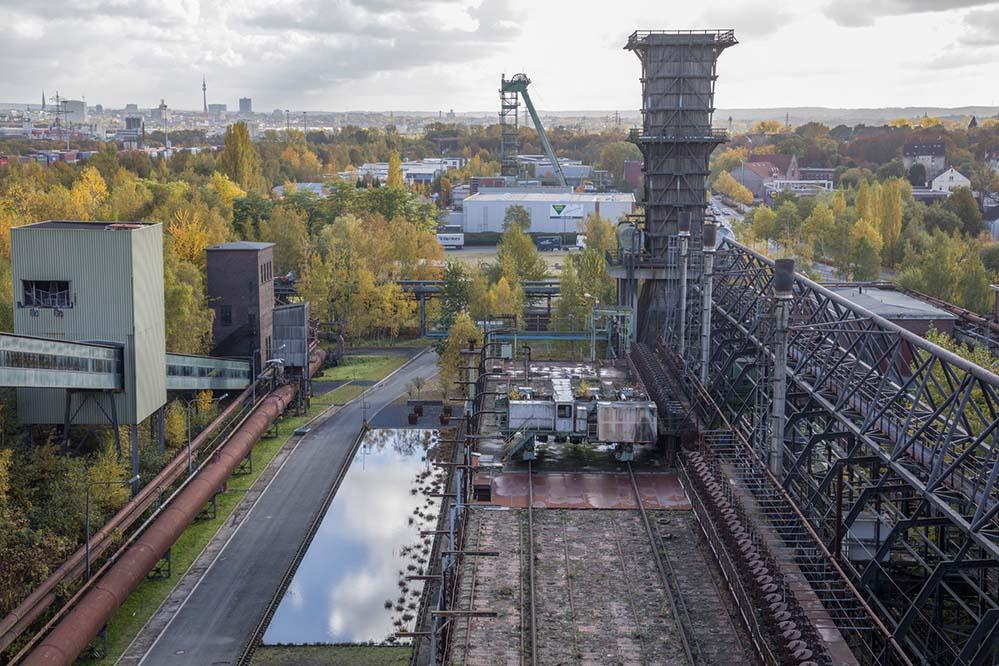 Auf dem Erlebnispfad Natur und Technik wandeln die BesucherInnen auf den Spuren von Kohle zu Koks und erfahren an einzelnen Stationen den Produktionsverlauf. Foto: Markus Bollen