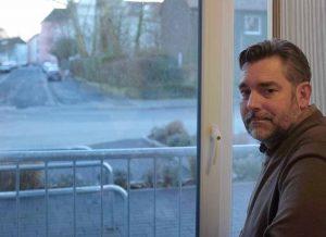 André Groß, Leiter des AWO-Wohnheims an der Hirtenstraße, hat von seinem Büro aus den Schwerverkehr täglich im Blick.