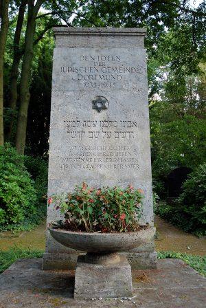Stele auf dem jüdischen Teil des Ostfriedhofs in Dortmund. Quelle: Wiki