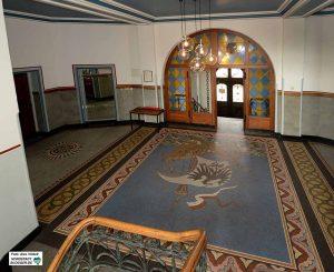 Die Tour beginnt am alten Hafenamt mit seinem schönen Mosaikfußboden. Foto: Alex Völkel