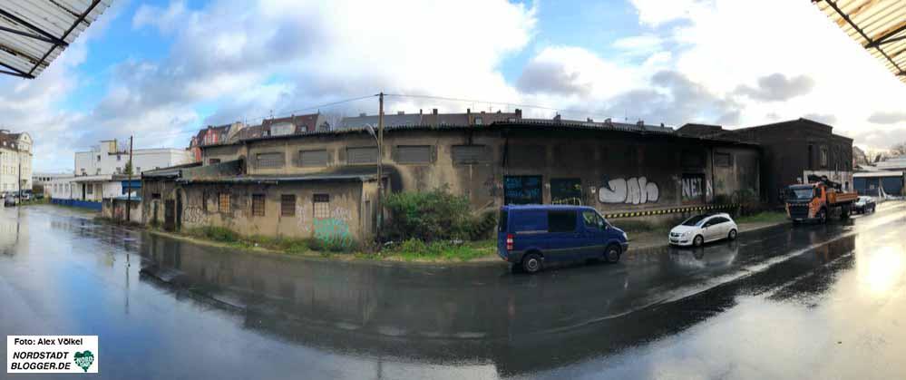 In der Speicherstraße - gegenüber des Grünunis-Campus, soll die Akademie für Digitalität und Theater neu gebaut werden. Fotos: Alex Völkel