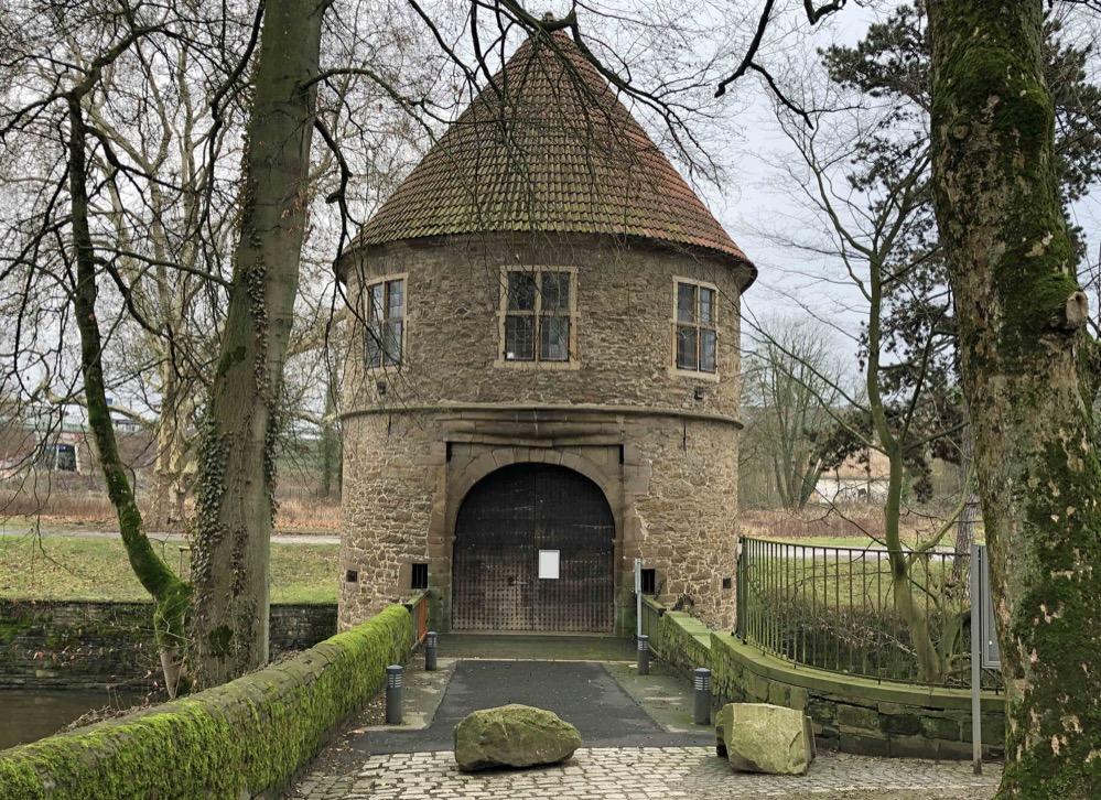 Das Torhaus im Rombergpark wird seit 1968 als Ausstellungsort genutzt. Fotos: Joachim vom Brocke