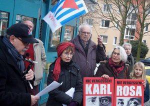 Ulrich Sander, Sprecher der VVN/BdA, erinnerte an die Verstrickung von Noske in die Ermordungen.