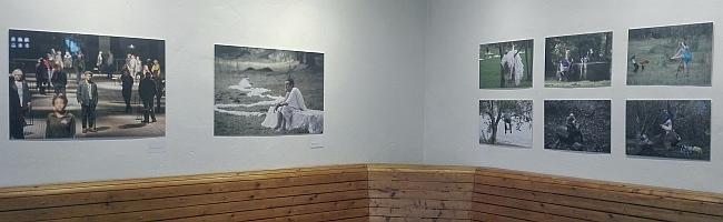 """Ungewöhnliches in bekannter Umgebung: Kunstausstellung """"Laue Luft kommt blau geflossen"""" macht Betrachter neugierig"""