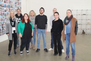 Künstler der Ausstellung 45257/44147 und ihr Professor Carsten Gleise Fotos (6): Jennifer Pahlke