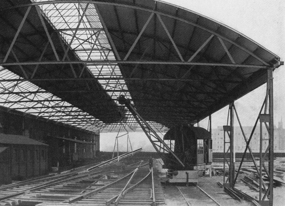 Fabrikhalle von Both & Tilmann G. m. b. H. mit Lokomotiv-Kran (Stadtarchiv Dortmund)