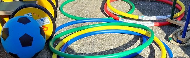 Pause in der Grundschule: Bewegung als Spiel statt Handys – Quartiersfonds Nordstadt unterstützt Geräteanschaffung