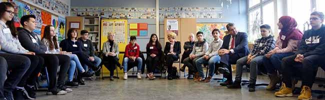 Sigmar Gabriel besucht die Nordstadt und Dorstfeld – Neue Schullandschaften wecken das Interesse eines Ex-Paukers
