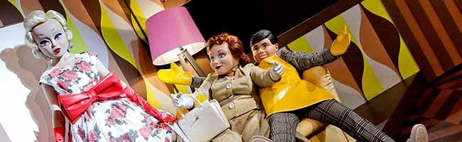 """Über die Unmöglichkeit von Beziehungen: """"Hedda Gabler"""" als künstliche Barbie-Masken-Welt im Schauspiel Dortmund"""