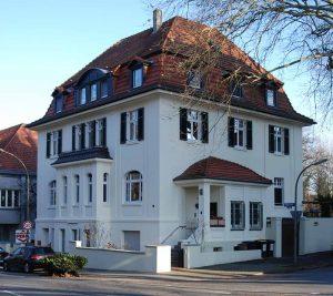 Die neoklassizistische Dorstfelder Villa in der Wittener Straße ist Denkmal des Monats. Foto: Michael Holtkötter