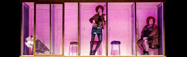 """""""Missfits""""-Star bringt tragikomische Titelheldinnen auf die Bühne: """"Als die Omma den Huren noch Taubensuppe kochte"""""""