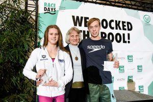 Auch in diesem Jahr wird Ursula Happe wieder die besten BrustschwimmerInnen auszeichnen. Fotos: Jan Weckermann