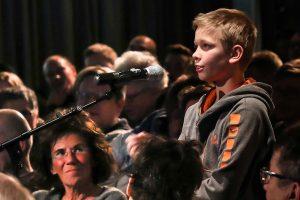 Die Herzen der ZuhörerInnen flogen dem zwölfjährigen Fragesteller Emilio zu.