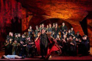 Der Opernchor als Volk Pekings.