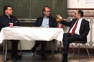 Alexander Völkel, Pfarrer Dieter Bökemeier und Ahmed Aweimer diskutierten. Foto: Andreas Duderstedt