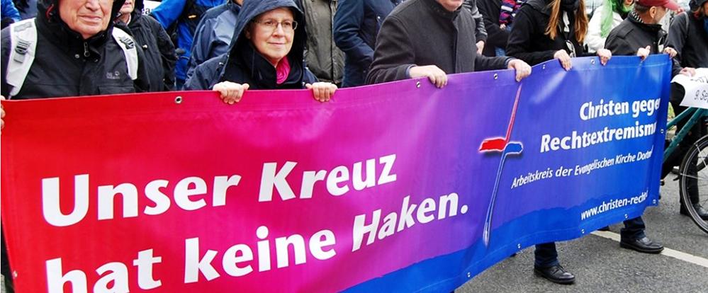 Widerstehen aus Verantwortung: Der Arbeitskreis Christen gegen Rechtsextremismus 2015 beim Gedenken an den zehn Jahre zuvor in einer Dortmunder U-Bahnstation von einem jungen Nazi ermordeten Thomas Schulz. (Foto: Zunder)
