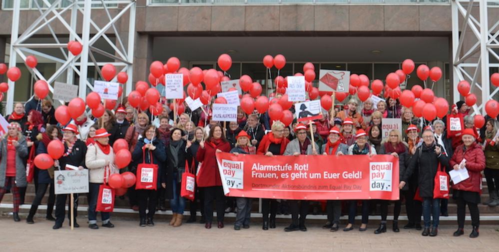 Frauen demonstrierten am Equal Pay Day in Dortmund gegen die Lohnungleichheit und das Ehegattensplitting.