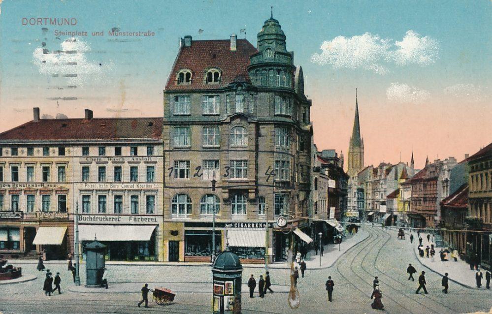 Blick vom Steinplatz in die Münsterstraße um 1925. Das alte Haus Münsterstr. 18 war einem mächtigen Neubau gewichen, in dem aber noch immer Tabakwaren verkauft wurden. (Sammlung Klaus Winter)