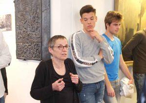 Die Gäste erfahren gerade von Brunhild Kanstein, wie sich Dortmund zum Stahlstandort entwickelt hat.
