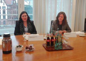 Claudia Vennefrohne und Britta Perschbacher vom Umweltamt der Stadt Dortmund. Foto: A. Steger