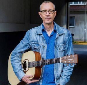 Live auf der Bühne steht Martin Lixenfeld, der seit vielen Jahren in unterschiedlichen Formationen in England und Europa unterwegs ist.