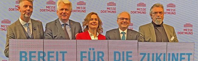 """FOTOSTRECKE und Bericht: Messe Westfalenhalle """"Bereit für die Zukunft"""" – gläserne Eingangshalle sorgt für viel Licht"""