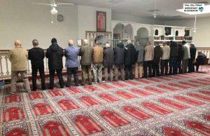 Einblicke in den Moscheealltag bekamen die Teilnehmenden beim Mittagsgebet.