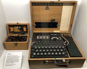"""""""Enigma"""" - die erste Verschlüsselungsmaschine der Welt."""