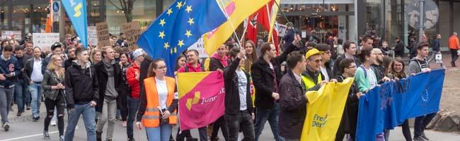 FOTOSTRECKE: SaveYourInternet! 3.000 Menschen machen sich in Dortmund stark für den Erhalt des freien Internets